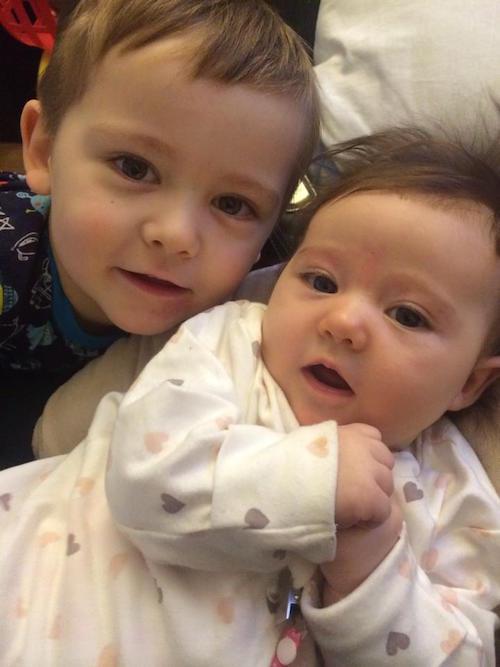 A három éves Mason is nagyon örül, hogy kishúga született. Foto: Facebook